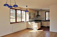 N47623_obývací pokoj_kuchyně
