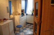 Koupelna v přízemí se sprchovým koutem a saunou