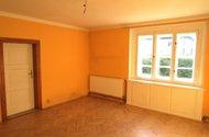 N47679_pokoj,úložné skříňky pod okny