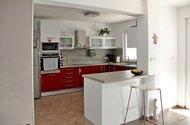 N47686_kuchyně z obývacího pokoje