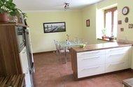 N47725_kuchyn s jídelnou od dveří z chodby
