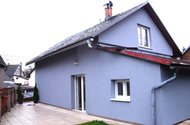 Zadní strana domu + garáž a dílna