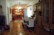 Pohled z obývaku do kk