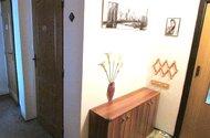 N47792_chodba a dveře do koupelny a wc