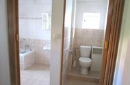 N47810_koupelna a Wc z chodby