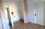 N47810_ložnice vchod do pokoje