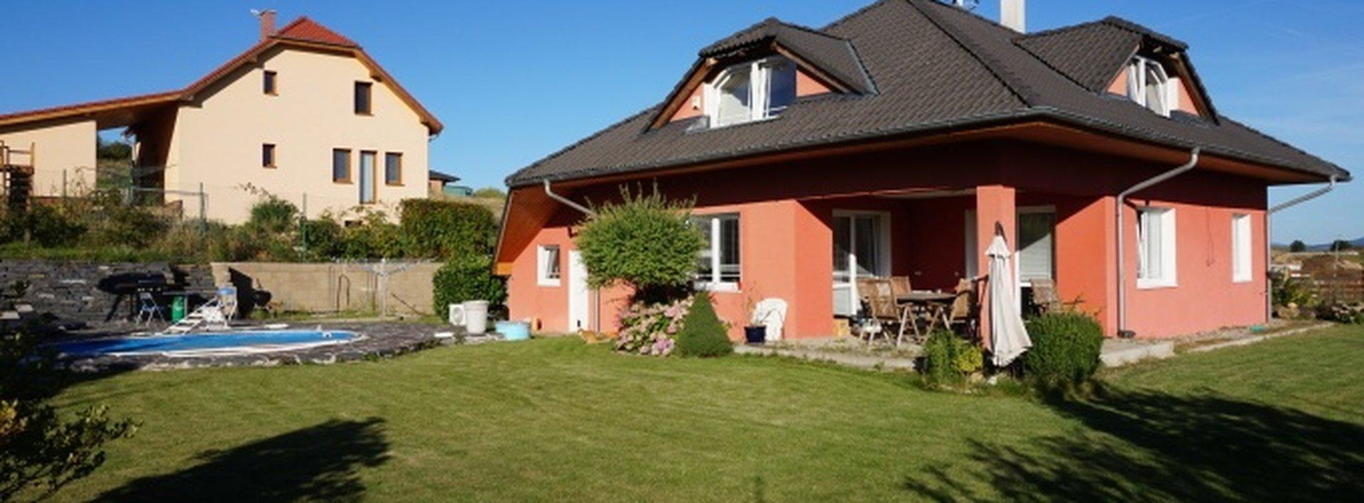 Prodej, Rodinný dům s garáží, bazénem a zahradou, 1057 m2, Kladruby., Ev.č.: N47819