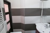 N47669_koupelna,vstup do chodby