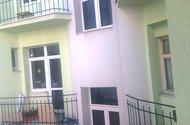 N47883_zadní část domu s balkony