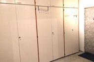N47888_vestavěné skříně v chodbě