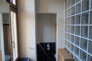N47905_okno v koupelně