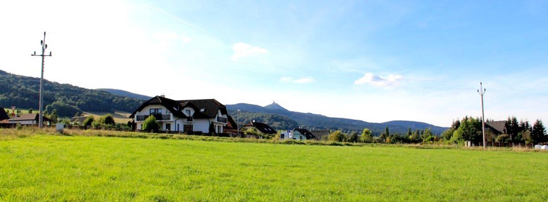 Prodej slunného pozemku pro bydlení, 1002m², Ev.č.: N47913