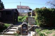 Zahrada s altánem a zahradním krbem