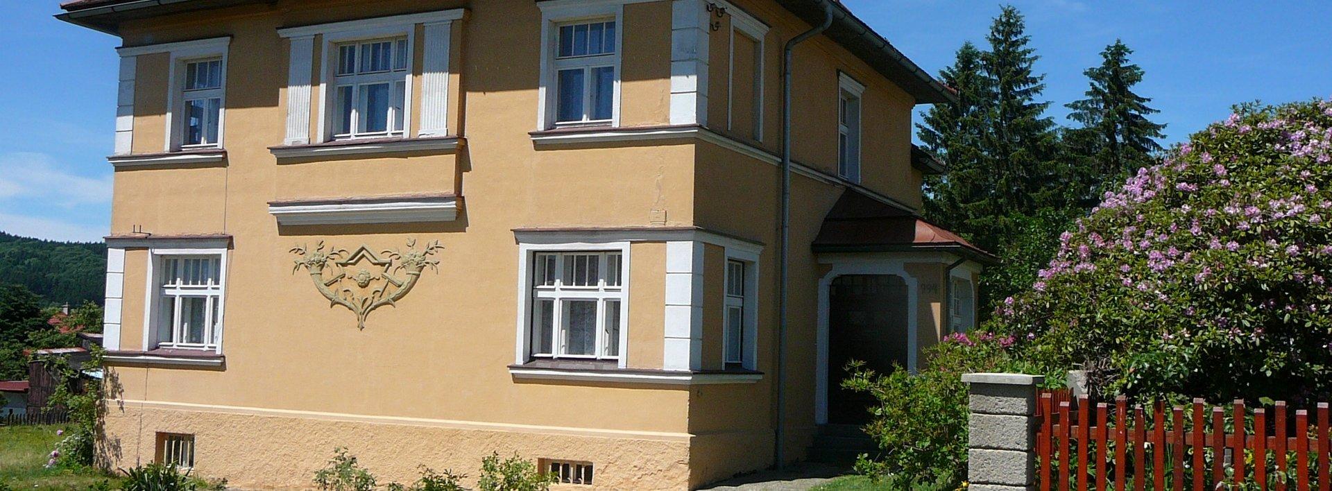 Prodej velmi hezké rodinné vilky ze 30-tých let, Mikulášovice okr. Děčín, Ev.č.: N47955