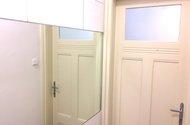 N47958_koupelna dveře do chodby