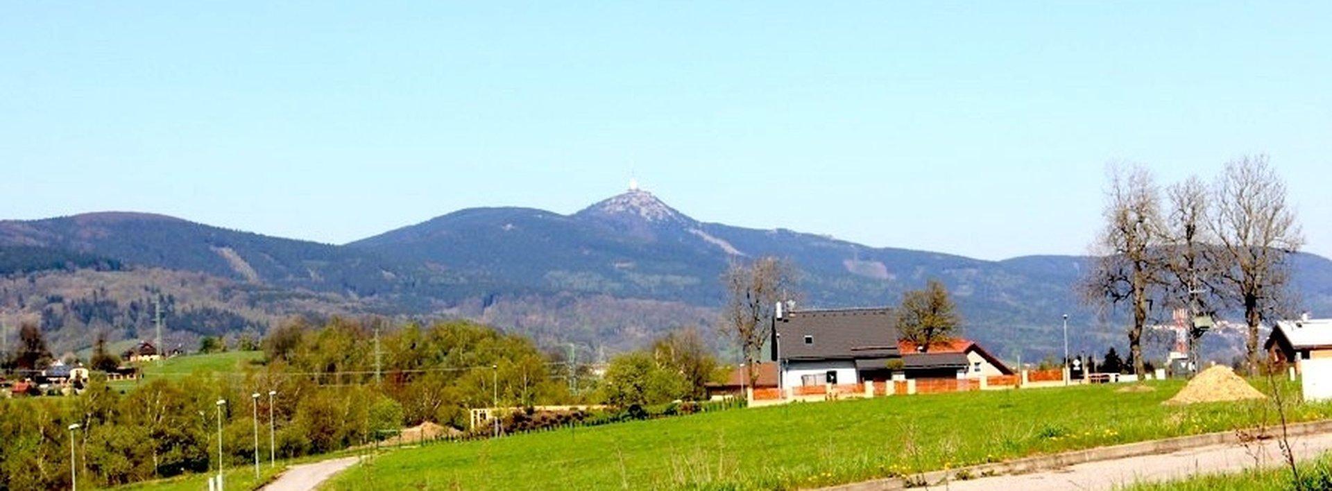 Prodej slunného zasíťovaného pozemku 2134m² - Jeřmanice, Ev.č.: N48066
