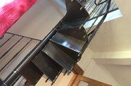 N48111_kované schody do ložnice