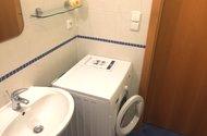 N48122-koupelna s pračkou