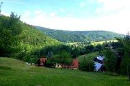 N48127_ze zahrady pohled na dům a Údolí