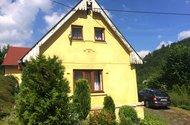 N48127_dům z příjezdové cesty