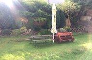 N48123_posezení na zahradě