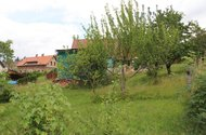N48141_ze zahrady