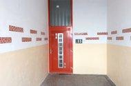 N48399_přední vchod do domu