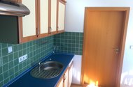 N48122_kuchyň dveře do okoje