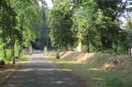 N49020_příjezd z hlavní silnice do objektu