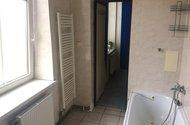 N48047_koupelna, vstup do kuchyně