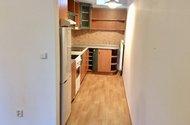 z pokoje do kuchyně