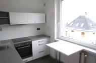 N48309_kuchyň s jídelním stolem