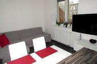 N48316_jídelní částa obývací část s TV