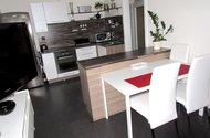 N48316_z obývací části ke kuchyňskému koutu
