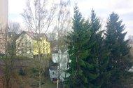 N48346_výhled z okna z OP a ložnice