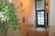 N48346hlavní vchod z domu