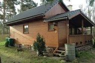 N48349_pohled na chatu ze zahrady