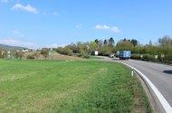 Silnice směr Jičin.