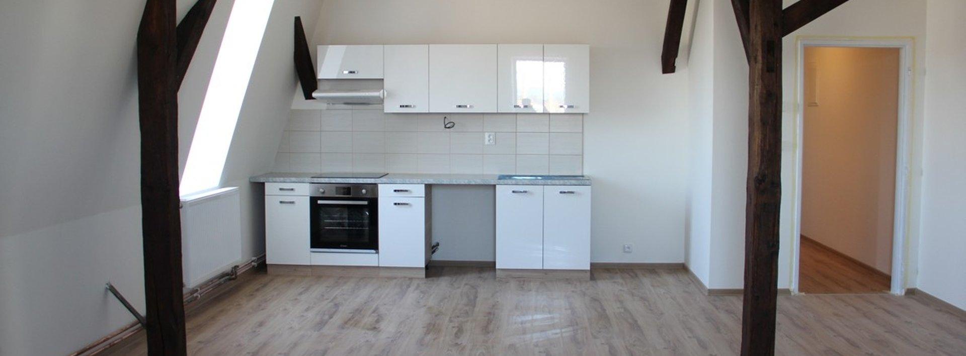Pronájem slunného podkrovního bytu 2+kk, 80 m², Ev.č.: N48397