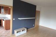 N48420_pokoj vchod do kuchyně a vchod do chodby