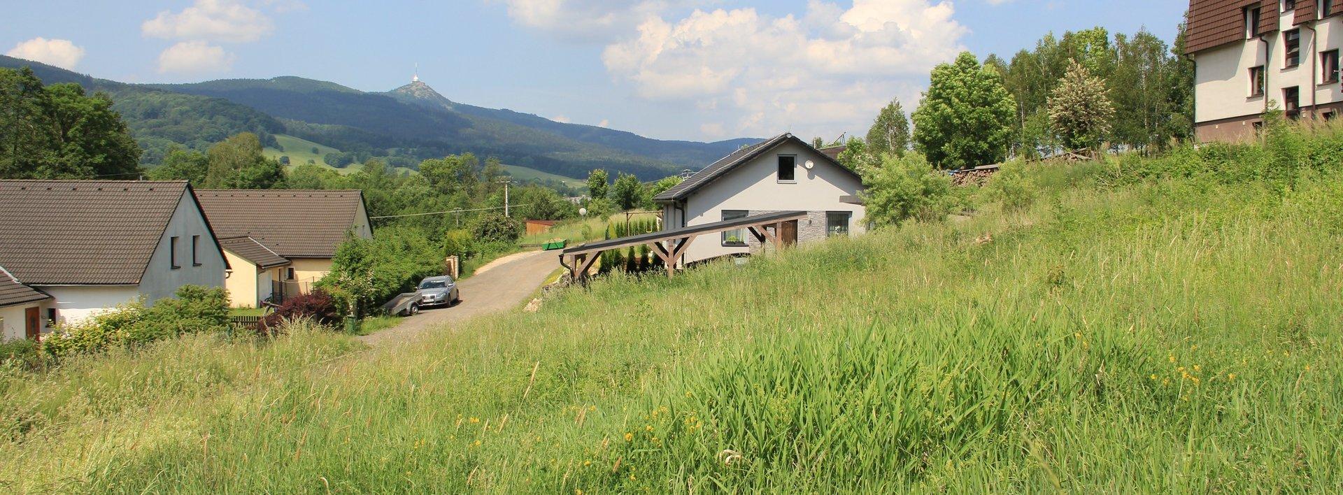 Prodej slunného pozemku pro stavbu rodinného domu, 1077 m², Ev.č.: N48476