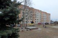 N48501_dům ze zadu dětské hřiště