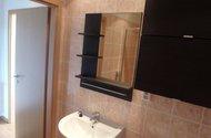 N48533_koupelna vstup do chodby