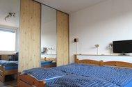 N48591_ložnice vestavěná skříň