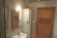 N48609_koupelna vchod do mezichodby