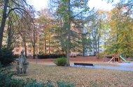 N48609_park s domem