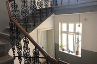 N48707_hlavní schodiště v domě