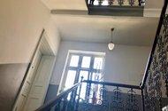 N48707_hlavní chodba schodiště