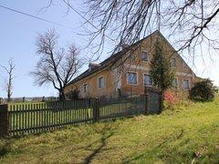 Koupě rodinného domu 150 m² s přilehlými pozemky o velikosti 78.617 m²