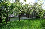 N48759_pohled na chalupu z horní zahrady